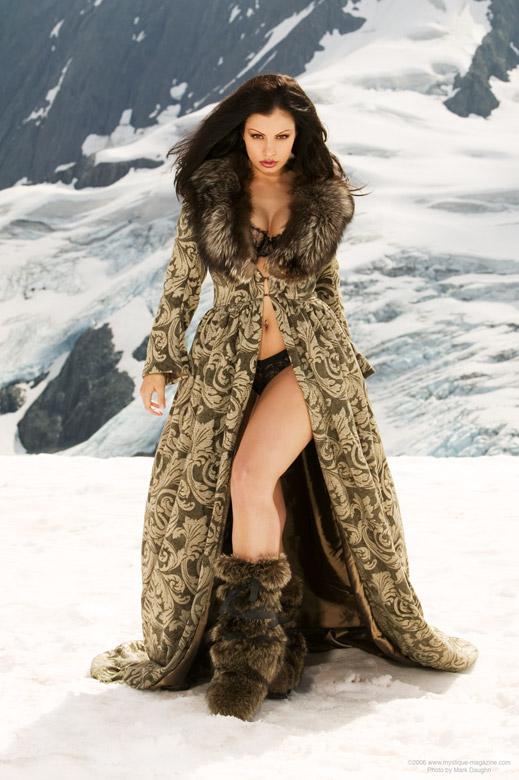 Aria Snow Queen by markdaughn deiviantart.jpg