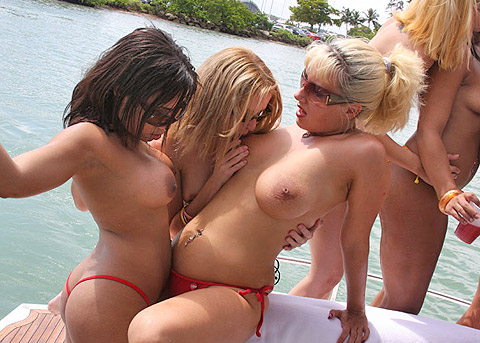 hot-nude-beach-girls-party-on-a-white-yacht_1.jpg